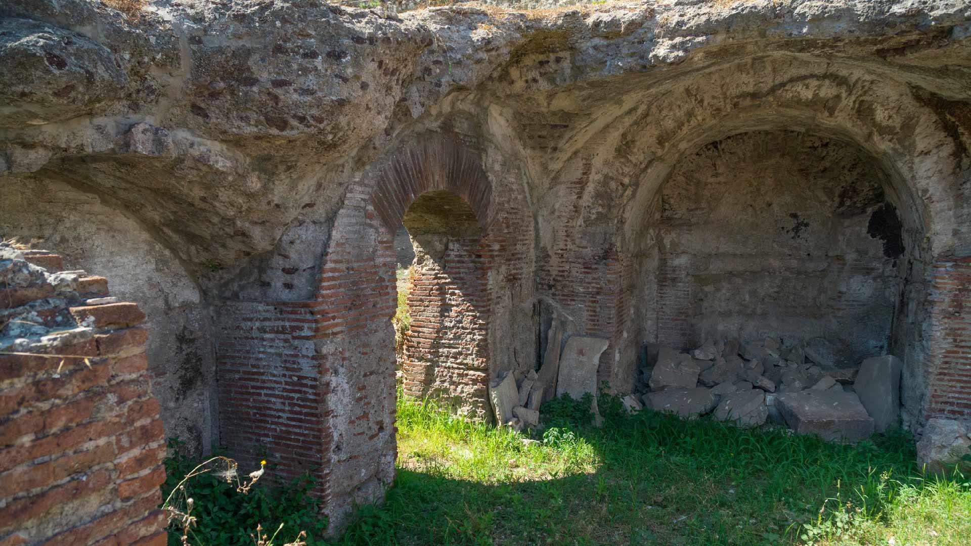 L'Anfiteatro Flavio di Pozzuoli, Scrigno di antiche leggende