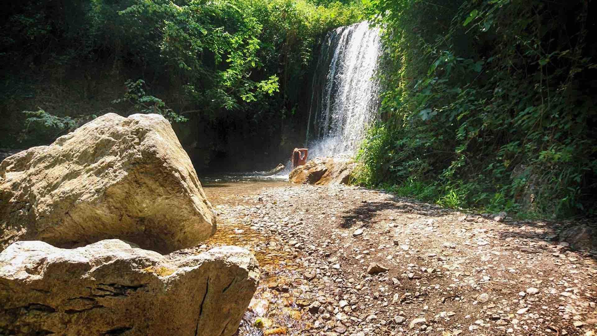 Escursione alla Valle delle Ferriere con bagno in cascata