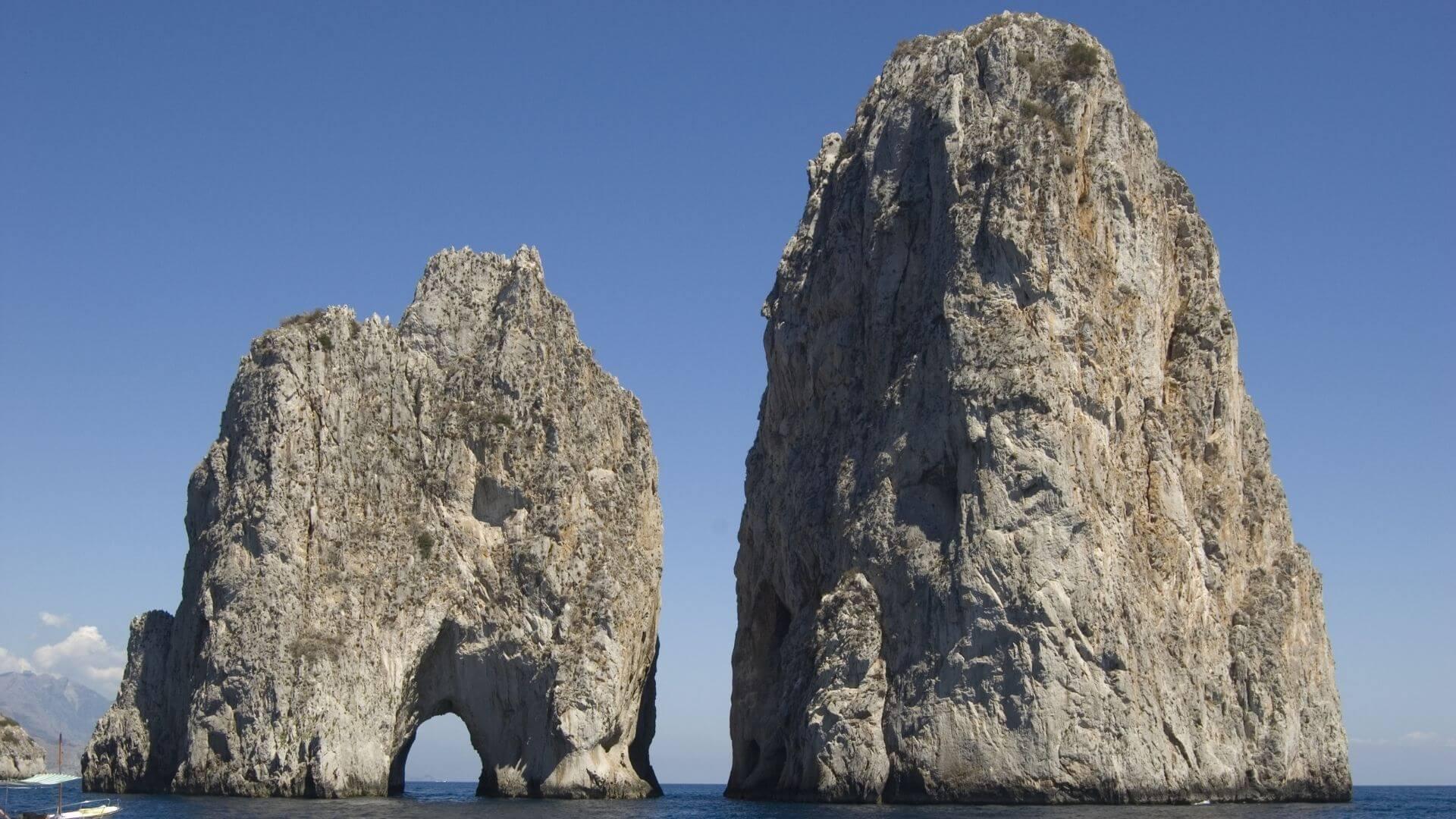 I Faraglioni, guardiani dell'isola di Capri