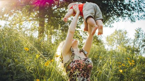Napoli e il tema della maternità