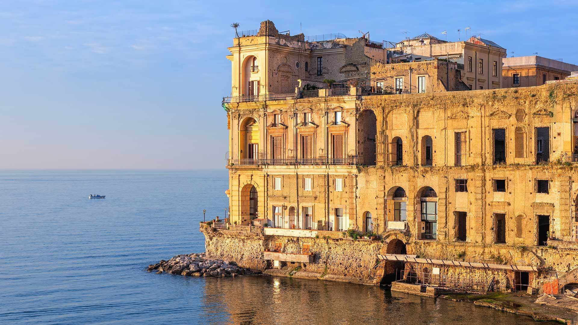 Palazzo Donn'Anna a Napoli