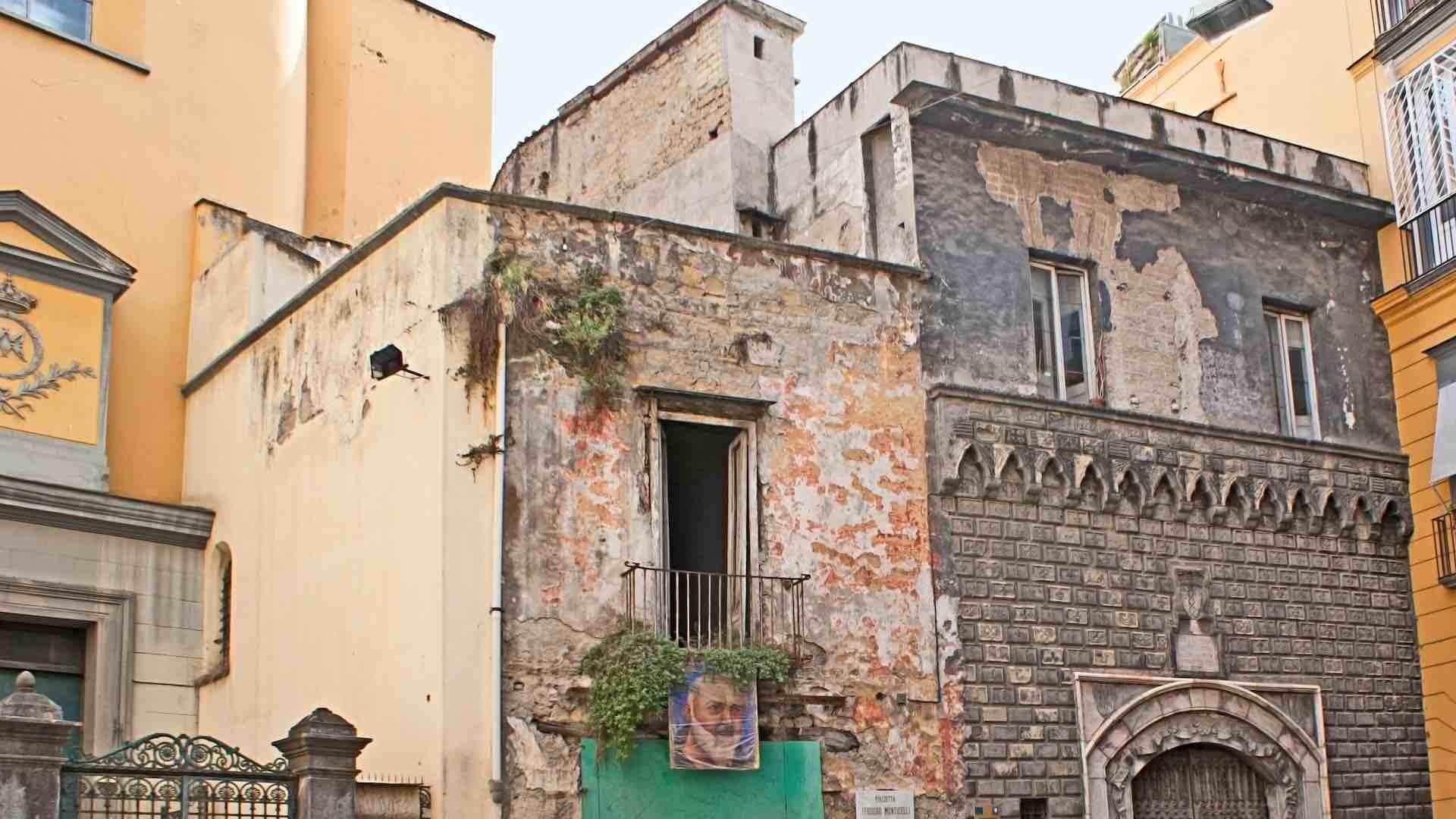 Palazzo Penne: Il Palazzo Rinascimentale del Diavolo