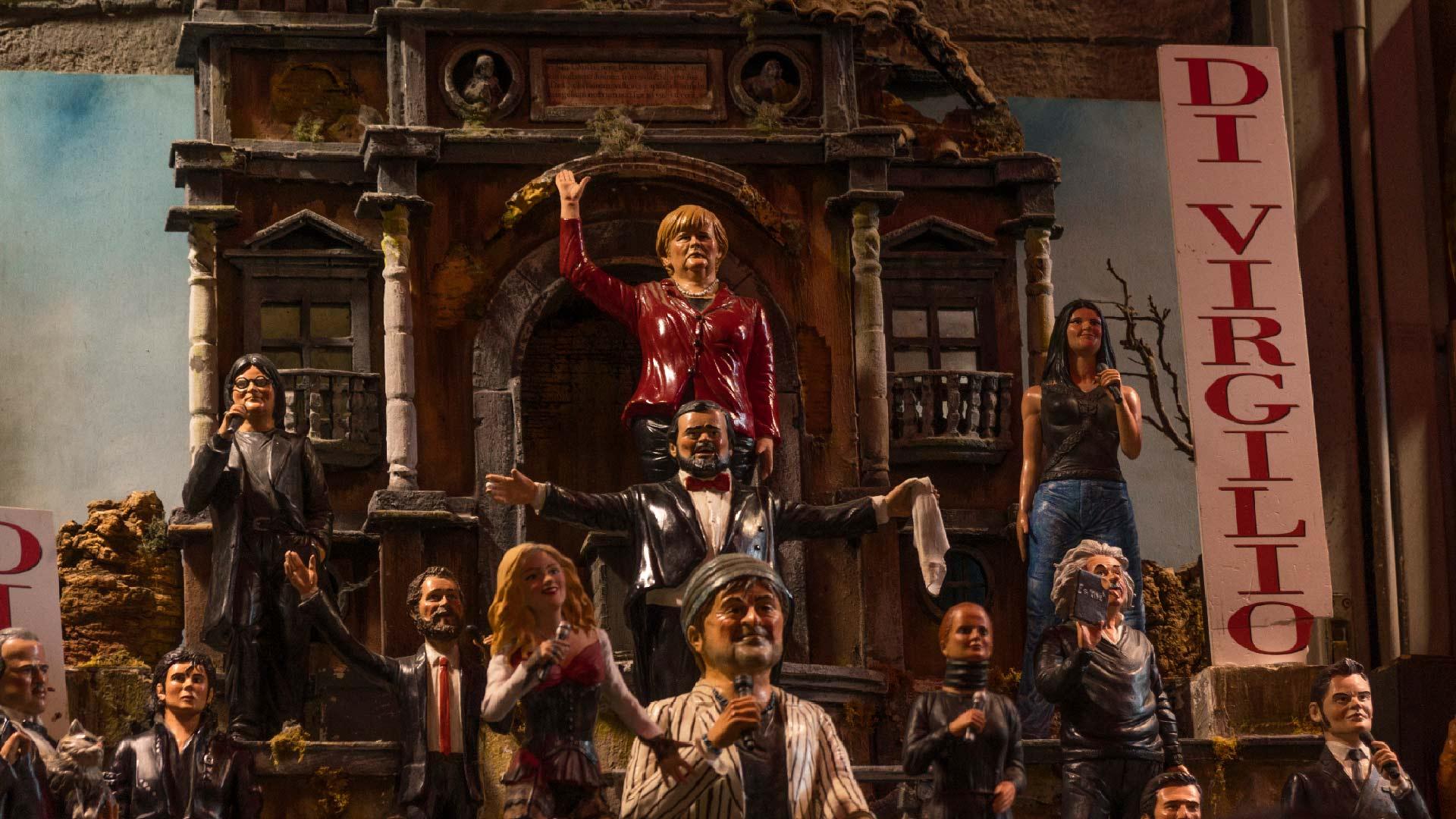 Statue del presepe realizzate a San Gregorio Armeno che raffigurano Pavarotti e dei politici