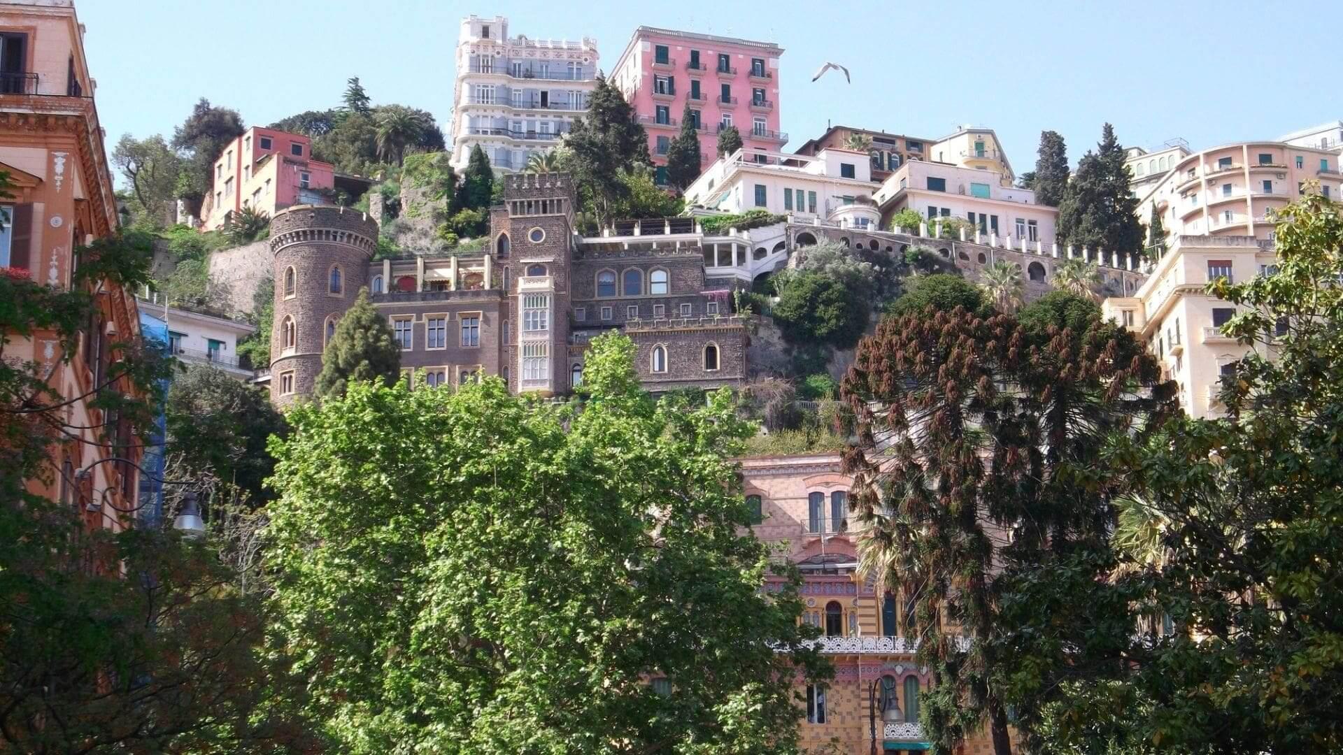 Piazza Amedeo, il cuore del Rione