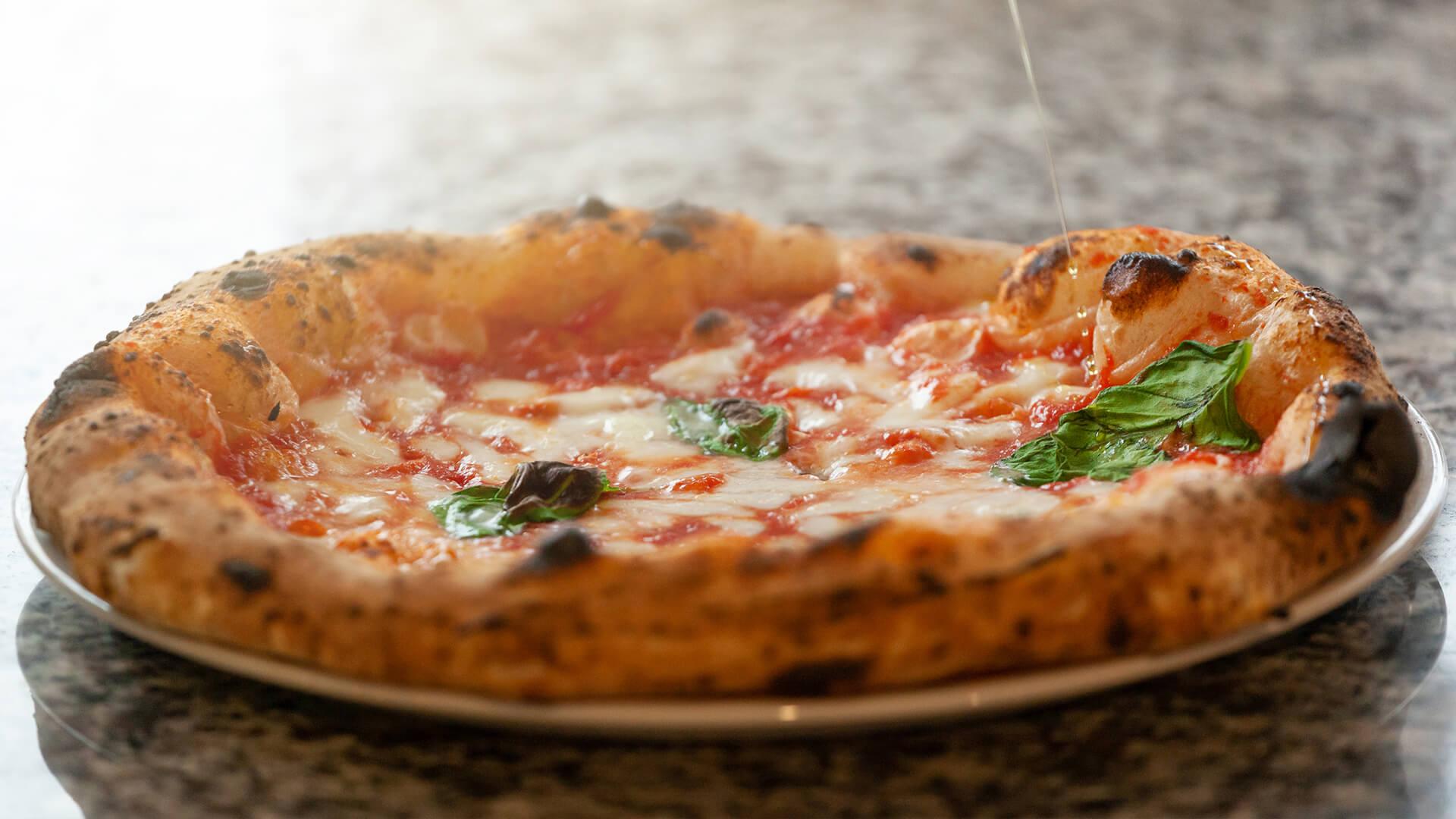 La pizza: quando semplicità e gusto diventano un'arte