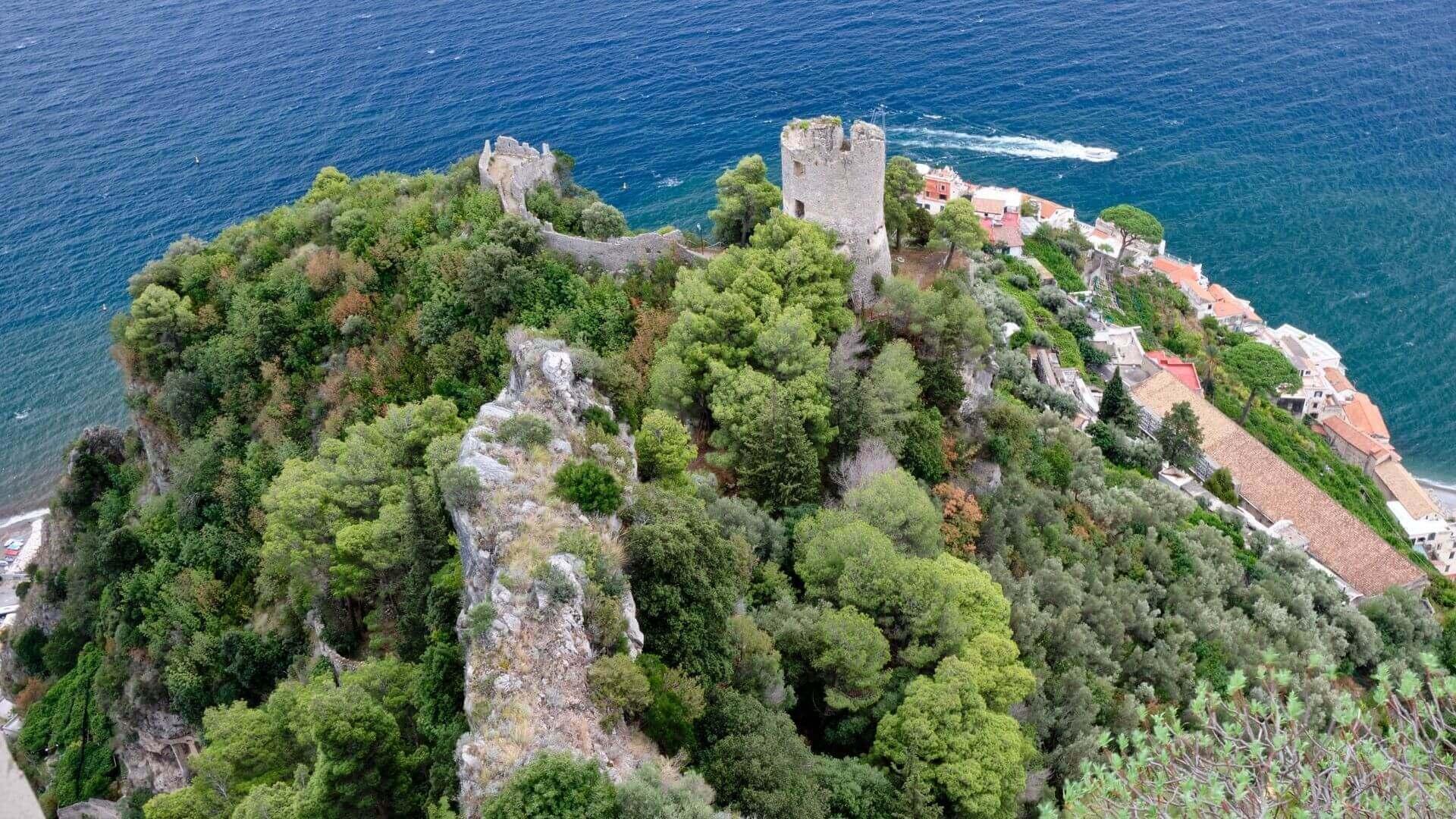 La Torre dello Ziro a picco sul mare