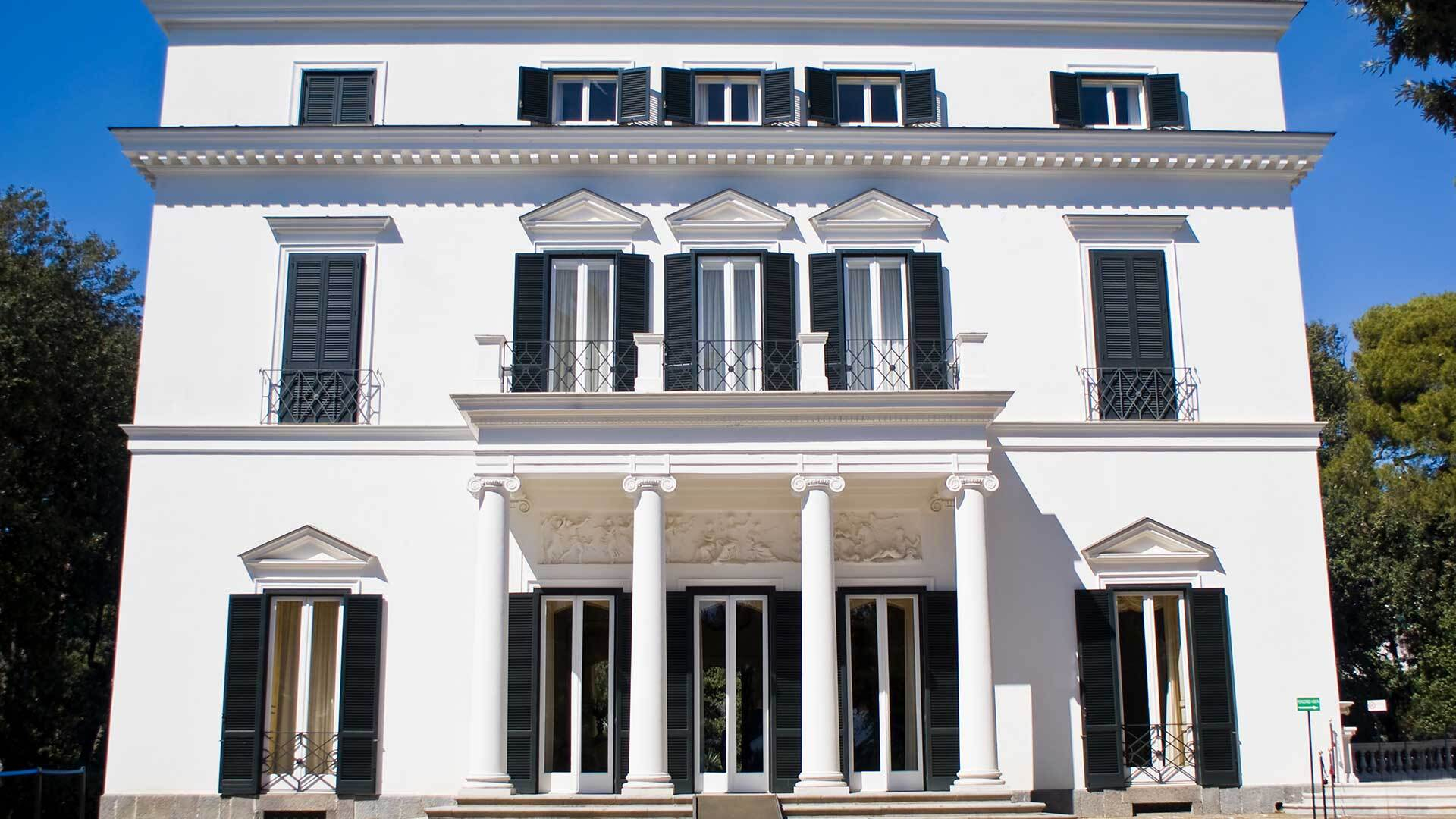 Facciata di Villa Rosebery