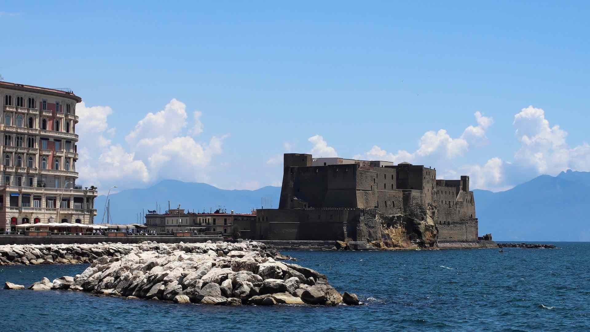 Castel dell'Ovo: tra storia e leggende
