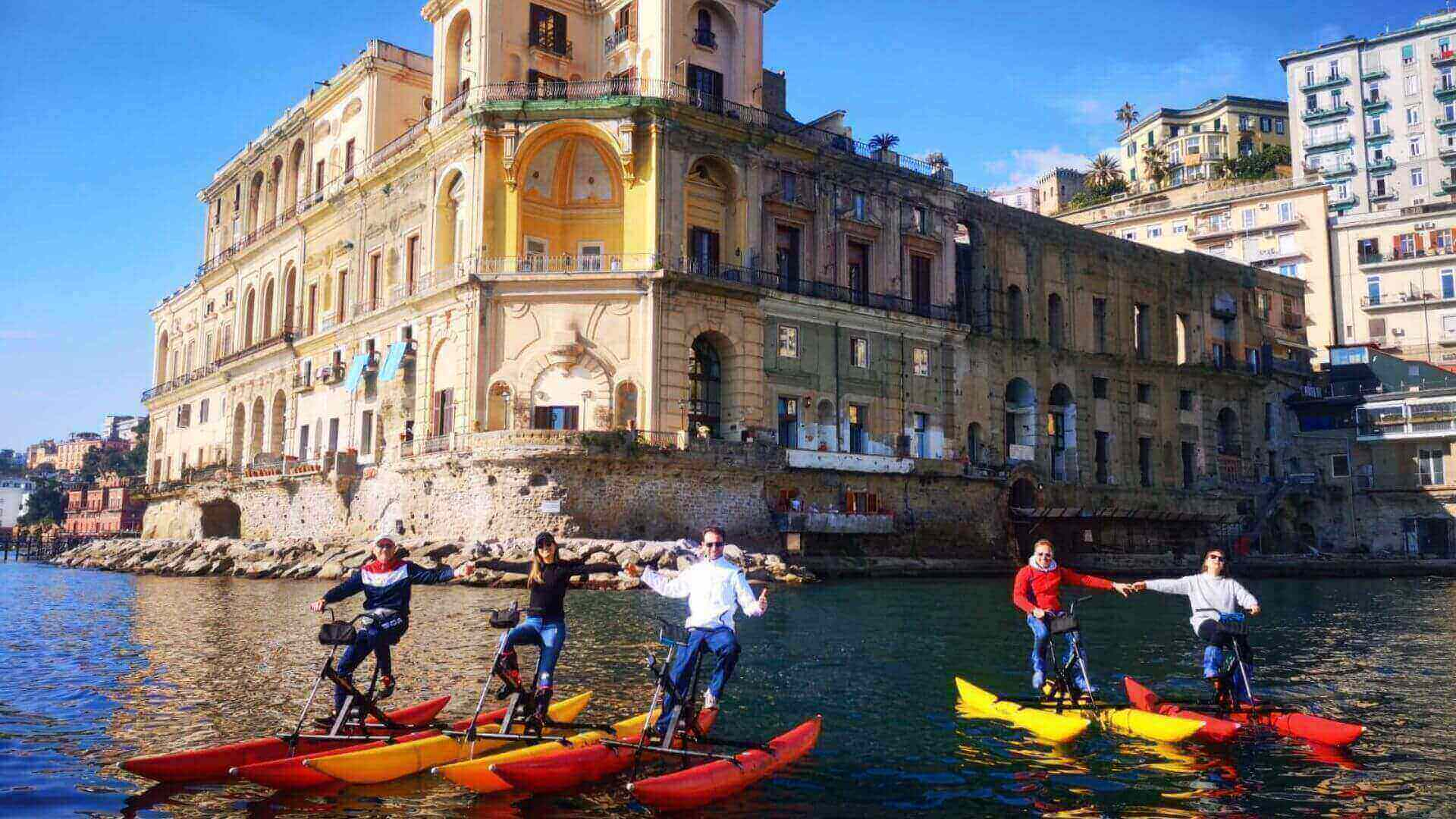 Waterbikelungo la costa napoletana